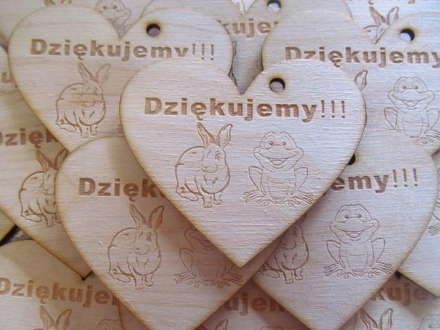 wycinanie wzorów w drewnie